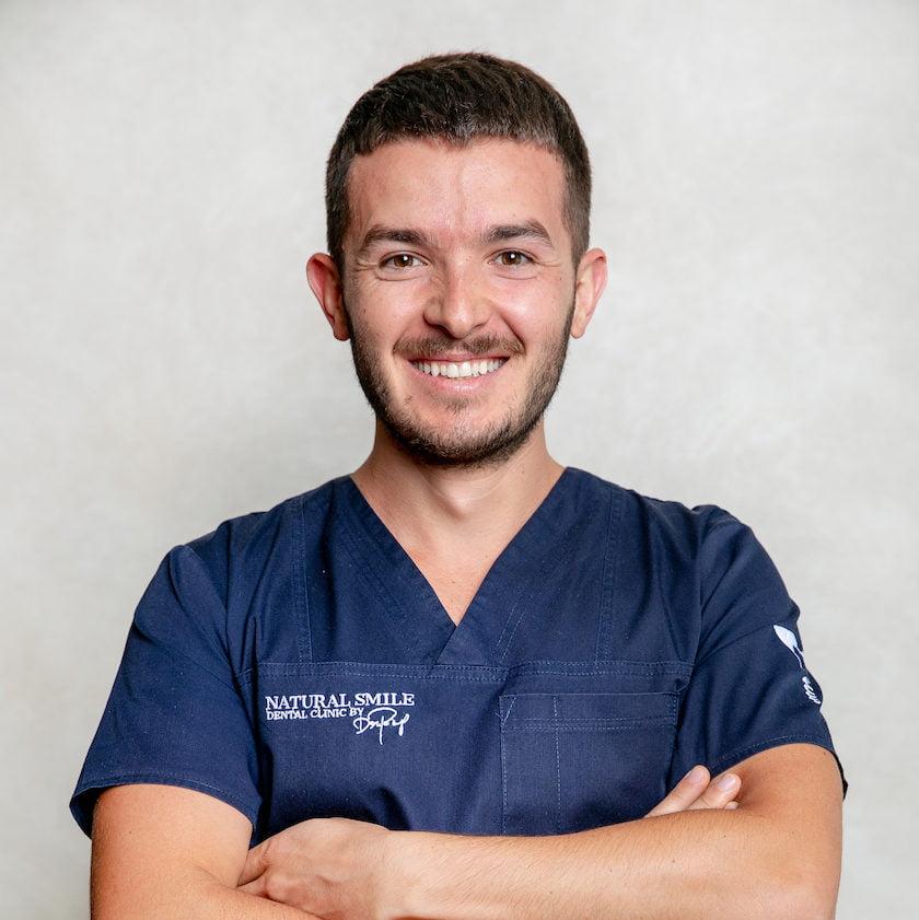DR. DANIEL RAŢ